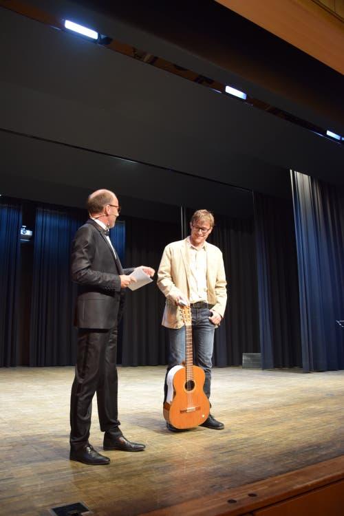 Moderator Christoph Ackermann und Tobias Fischer, Mitglied der Alliglattoren.