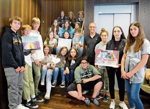 Die Buchser 1. Sek-Schüler von Lehrer Rico von Rotz (4. von rechts) erhielten den Klassenpreis. (Bild: Bilder: Hansruedi Rohrer)