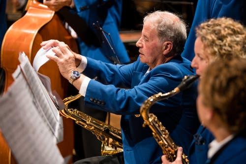 Auch bei den Saxophonisten der Feldmusik Lungern muss alles an den richtigen Platz. (Bild: Philipp Schmidli, Hergiswil, 15. Juni 2019)