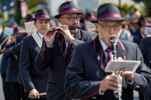 Die Musikgesellschaft Reichenburg (SZ) bei der Parademusik. (Bild: Philipp Schmidli, Hergiswil, 15. Juni 2019)