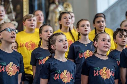 Auftritt in der Kirche: der Jugendchor Utopia Escholzmatt am Innerschweizer Gesangsfest. (Bild: Nadia Schärli/Luzerner Zeitung, Hitzkirch, 15. Juni 2019)
