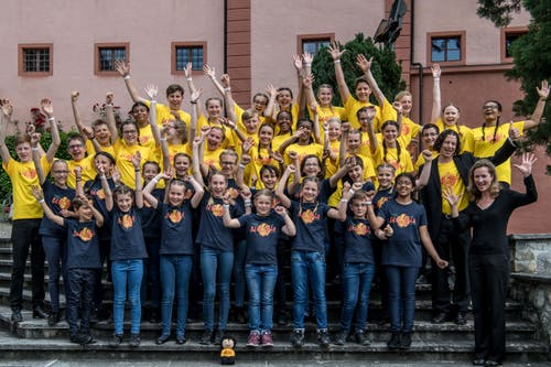 Jubel des ganzen Chors nach dem Auftritt. (Bild: Nadia Schärli/Luzerner Zeitung, Hitzkirch, 15. Juni 2019)