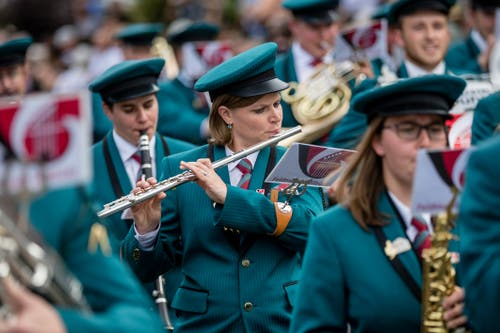 Die Feldmusik Hellbühl bei der Parademusik. (Bild: Philipp Schmidli, Hergiswil, 15. Juni 2019)