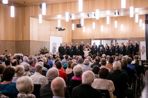 Der Seebuchtchor Buochs-Ennetbürgen vor zahlreichen Gästen. (Bild: Philipp Schmidli, Hitzkirch, 16. Juni 2019)