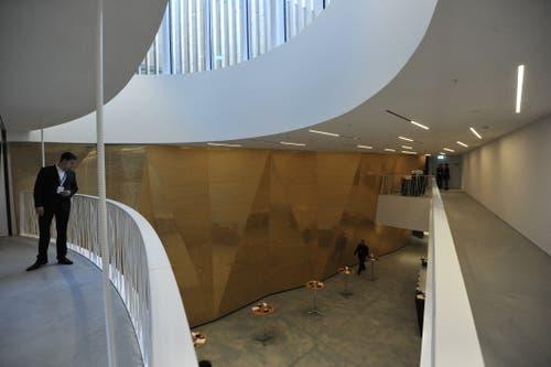 Das Foyer der neuen Konzerthalle. (Bild: Urs Hanhart, Andermatt, 16. Juni 2019)