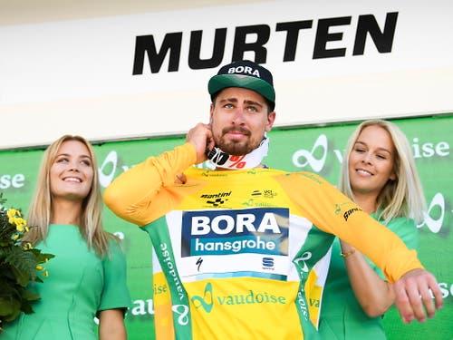 Dank den gewonnenen Bonifikationen übernahm Sagan das Leadertrikot von Kasper Asgreen. Sein Vorsprung auf den zweitplatzierten Dänen beträgt nun zehn Sekunden (Bild: KEYSTONE/EPA KEYSTONE/GIAN EHRENZELLER)