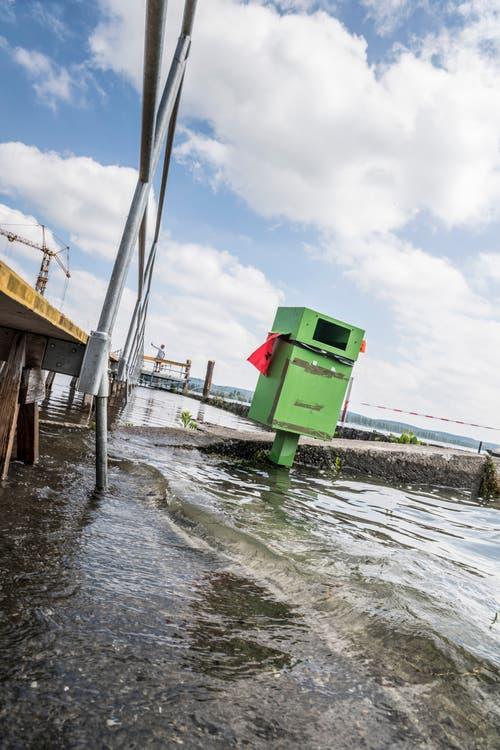 Hochwasser bei der Baustelle an der Stedi Ermatingen. (Bild: Andrea Stalder)