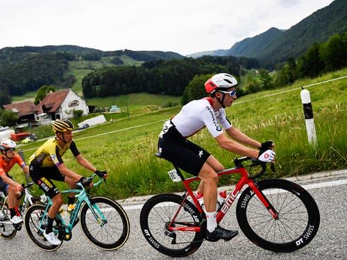 Der vierköpfigen Fluchtgruppe des Tages gehörte auch der Zürcher Gian Friesecke (rechts) an. Der Fahrer des Schweizer Nationalteams wurde 11 km vor dem Ziel als letzter Ausreisser gestellt. (Bild: KEYSTONE/GIAN EHRENZELLER)