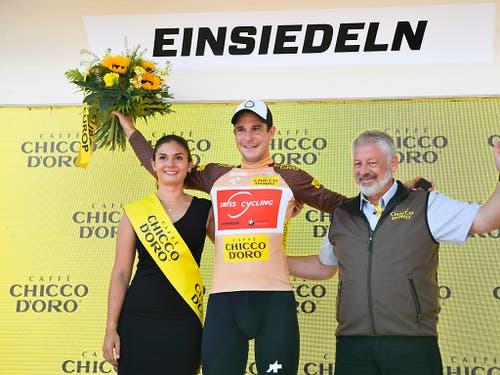 Das mit einer Wildcard ausgestattete Schweizer Nationalteam sorgt an der Heim-Rundfahrt für positive Schlagzeilen. Claudio Imhof (im Bild) trägt nach wie vor das Trikot des Bergpreis-Leaders, Fabian Lienhard sprintete in Einsiedeln als Siebenter zum dritten Mal hintereinander in die Top 10 (Bild: KEYSTONE/GIAN EHRENZELLER)