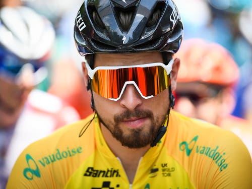 Nach seinen Rängen 3, 1 und 2 fährt Peter Sagan auch am Mittwoch in Einsiedeln wieder aufs Podest. Der Rockstar der Radszene wird im Sprint Zweiter und verteidigt damit das gelbe Leadertrikot (Bild: KEYSTONE/GIAN EHRENZELLER)