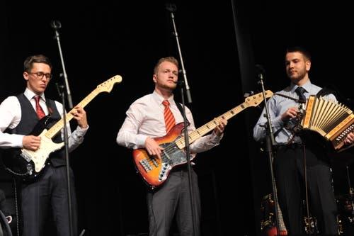 Die Band spielte in ungewöhnlicher Besetzung «Johnny B. Goode». (Bild: Urs Hanhart, Altdorf, 19. Juni 2019)