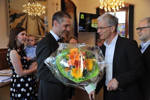 Altdorfs Gemeinderpräsident Urs Kälin gehörte zu den ersten Gratulanten. (Bild: Urs Hanhart, 19. Juni 2019)