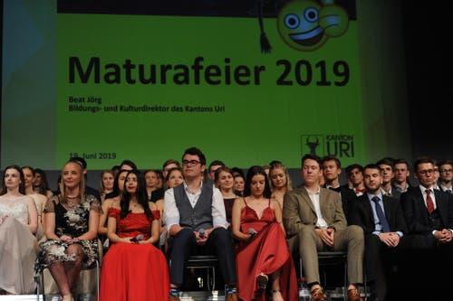 Die Maturanden freuen sich auf ihre Zeugnisse. (Bild: Urs Hanhart, Altdorf, 19. Juni 2019)
