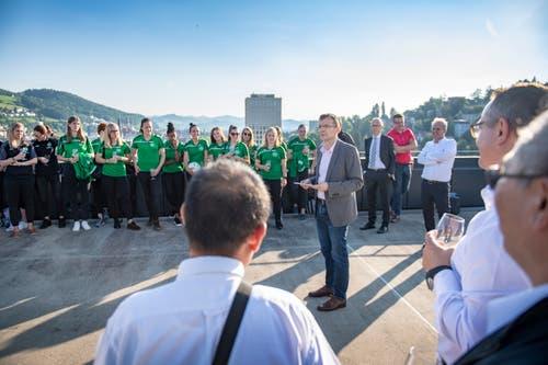 «Sportminister» Markus Buschor dankt den Sportlerinnen und Sportlern sowie ihren Coaches für die erbrachten Leistungen, die auch den Namen der Stadt in die Schweiz hinausgetraen haben.