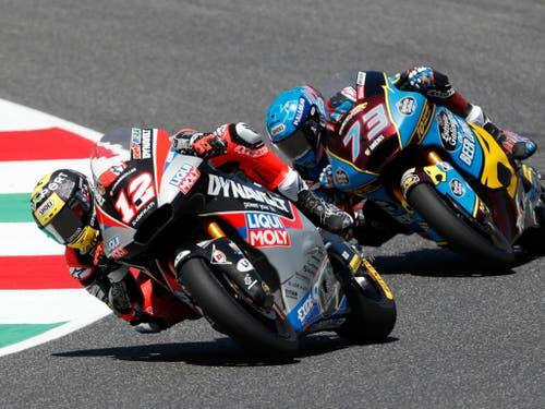 Anfänglich lag Tom Lüthi noch vor dem nachmaligen Sieger Alex Marquez aus Spanien (Bild: KEYSTONE/AP/ANTONIO CALANNI)
