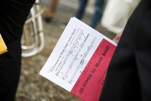 Die Junior Band Risch-Rotkreuz bereitet sich für den Auftritt in der Kirche vor - am Jugendmusiktag in Altishofen am 25. Mai. (Bild: Manuela Jans-Koch)