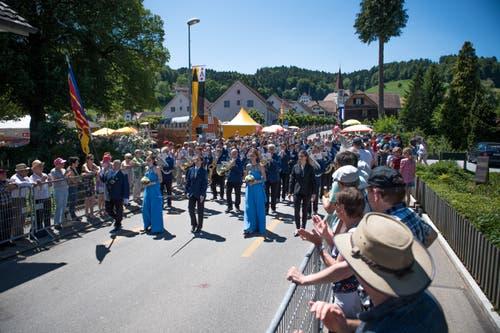 Das Blasorchester Musikgesellschaft Neudorf bei der Parade. (Bild: Roger Grütter, Altishofen, 2. Juni 2019)
