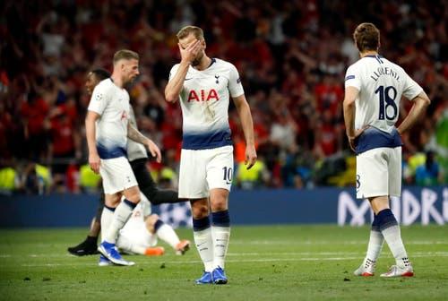Die Enttäuschung für die Tottenhamspieler ist gross. (Bild: Emilio Naranjo/EPA)