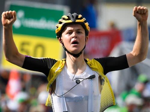 Etappensieger Antwan Tolhoek - der Niederländer war der Einzige, der sich von Bernal ins Ziel rettete (Bild: KEYSTONE/GIAN EHRENZELLER)