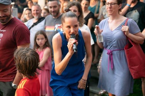 Erst badete sie in der Menge. (Bild: Harald Bader, Ebikon, 19. Juni 2019)
