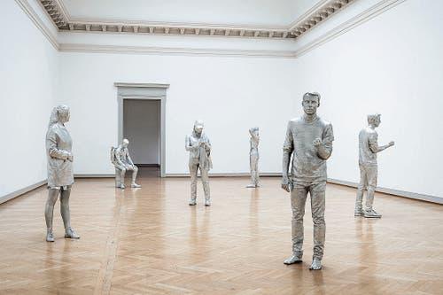 Studenten, eingescannt und umgesetzt als Aluskulpturen im Oberlichtsaal.