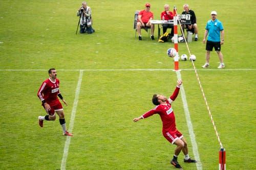 Die Schlussfeier des Eidgenössischen Turnfest 2019 in Aarau: Das Faustball-Länderspiel zwischen der Schweiz und Deutschland war ebenfalls Teil des Schlusstages. (Bild: KEYSTONE/Alexandra Wey)