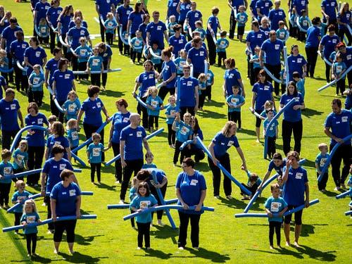 Kleine und grosse Turnende zeigten an der Schlussfeier mit Begeisterung ihr Können. (Bild: KEYSTONE/ALEXANDRA WEY)