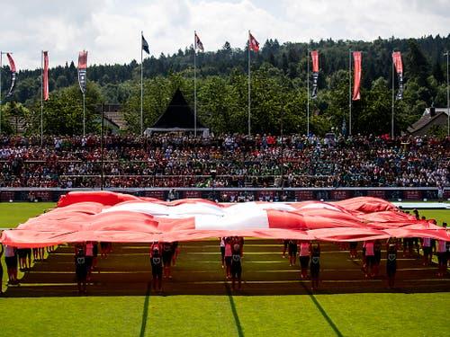 Schlussfeier des Eidgenössischen Turnfests 2019 in Aarau: Die 10'000 Besuchenden spendeten den Turnenden viel Applaus. (Bild: KEYSTONE/ALEXANDRA WEY)