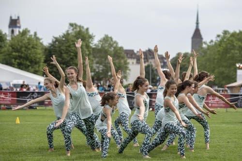 Eine Gymnastik-Gruppe bei der Vorführung (Bild: Urs Flüeler/Keystone, Aarau, 14. Juni 2019)