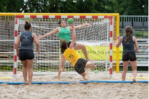 Voller Einsatz beim Beachhandball. (Bild: PD)