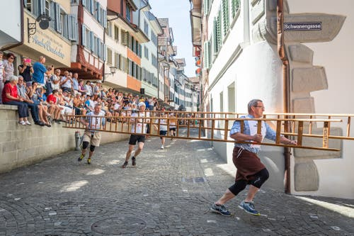 Um die Kurve wirds mit den Leitern recht eng. (Bilder: Christian H. Hildebrand, Zug, 24. Juni 2019)
