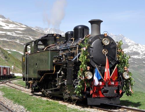 Die Lok HG 4/4 Nummer 704 bei ihrer ersten offiziellen Fahrt auf der Furka-Bergstrecke in Realp. (Bild: Beat J. Klarer / Stiftung Dampfbahn Furka-Bergstrecke)