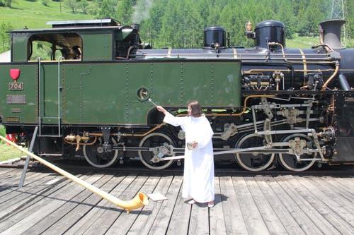 Vor der Jungfernfahrt wurde die Lok HG 4/4 von Laientheologin Eleonora Biderbost getauft. (Bild: Paul Gwerder)