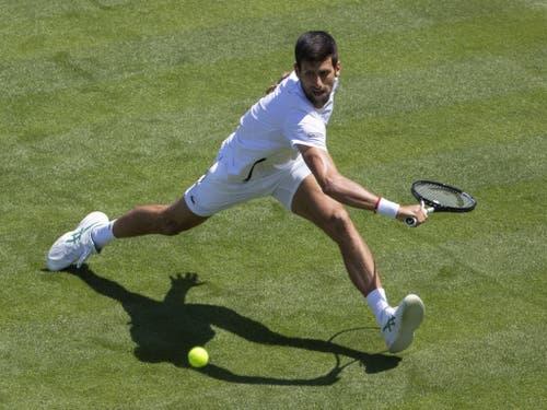 Novak Djokovic eröffnet das Turnier als Titelverteidiger traditionsgemäss am Montag auf dem Centre Court (Bild: KEYSTONE/PETER KLAUNZER)