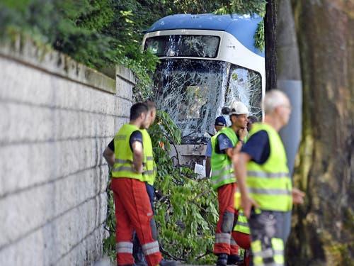 Der Sachschaden ist laut Polizei beträchtlich. Er kann jedoch noch nicht beziffert werden. (Bild: KEYSTONE/WALTER BIERI)