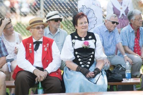 Schön rausgeputzt – diesem Paar sieht man die Hitze gar nicht an. (Bild: Boris Bürgisser, Horw, 28.06.2019)
