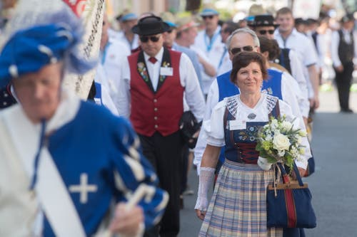 Ehrengäste auf dem Weg zur Eröffnungsfeier. (Bild: Boris Bürgisser, Horw, 28.06.2019)