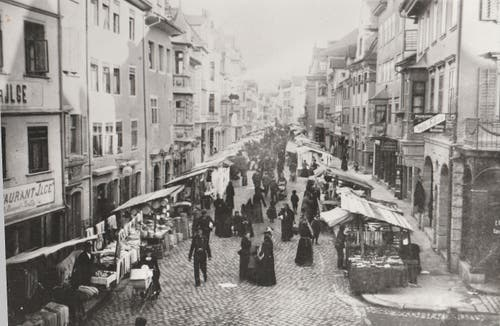 Die östliche Rorschacher Hauptstrasse Rorschach an einem Markttag in den 1890er Jahren, fotografiert von Paul Labhart. (Bilder: Archiv Stadt Rorschach)
