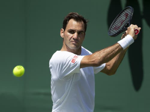 Roger Federer trifft in der Startrunde von Wimbledon erstmals auf den Südafrikaner Lloyd Harris (Bild: KEYSTONE/PETER KLAUNZER)