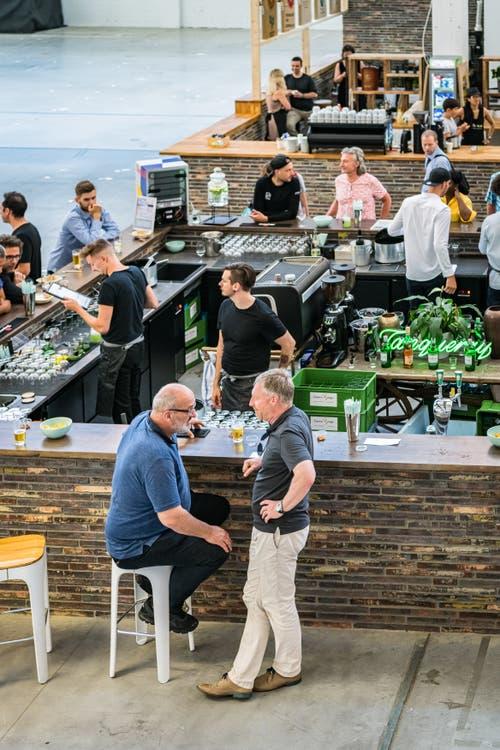 Ein Blick von oben auf die Bar. (Bild: Christian H. Hildebrand, Zug, 28. Juni 2019)