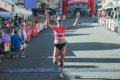 Die Siegerin des Hellebardenlauf, Strähl Martina, mit Streckenrekord. (Bild: Boris Bürgisser, Sempach, 29. Juni 2019)