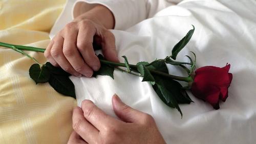 Die Frau sagte seit zwei Jahren immer wieder, sie wolle sterben. (Symbolbild Martin Ruetschi / Keystone)