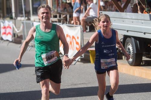 Norbert Willimann aus Ruswil läuft mit Ena Willimann aus Ruswil. (Bild: Boris Bürgisser, Sempach, 29. Juni 2019)