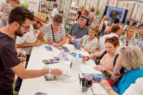 Die Besucher beim Wettbewerb ausfüllen, deren gab es einige. (Bild: André A. Niederberger, 2. Juni 2019)