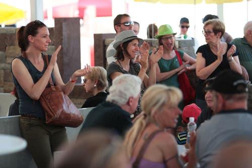 Die Zuhörer klatschen. (Bild: Roger Zbinden, 1. Juni 2019)
