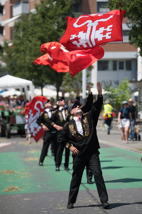 Impressionen vom Festumzug - die Fahnenschwinger-Vereinigung Nidwalden. (Bild: Boris Bürgisser)