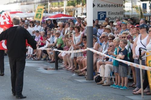 Besucher am Festumzug. (Bild: Boris Bürgisser)
