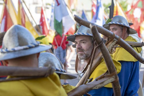 Teilnehmer des feierlichen Einzugs an die Gedenkfeier zur Schlacht von Sempach. (Bild: Urs Flüeler, Sempach, 30. Juni 2019)