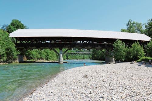 Lütisburg: Die alte Thurbrücke wurde 1790 erbaut und erst 1997 durch eine neue Brücke (im Hintergrund) ersetzt. (Bilder: Hans Suter)