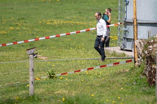 Der CEO der Titlisbahnen, Norbert Patt, bei der Besichtigung der Unfallstelle. (Bild: Urs Flüeler/Keystone, Engelberg, 5. Juni 2019)